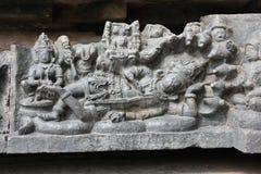 Hoysaleswara-Tempel-Wandschnitzen von Ranganathar Lord vishnu, das auf seinem Schlangenbett schläft Lizenzfreies Stockfoto