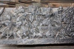 Hoysaleswara tempelkrig som snider visa Mahabharata krigplats Royaltyfri Foto