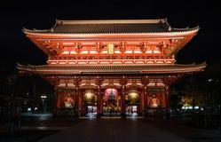 Hozomon em Asakusa na noite imagem de stock