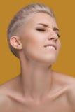 häpen emotionell ståendekvinna Royaltyfri Foto