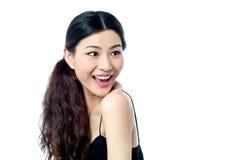 Häpen ung kinesisk kvinnlig modell Royaltyfria Bilder