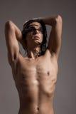 Hår för modell för ung man för näck kropp för modefotografi vått långt Arkivfoton