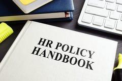 HR polisy podręcznik na biurku obraz royalty free