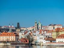 Hradcany和圣尼古拉斯在布拉格 免版税库存图片