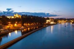 Hradcany-Abendpanorama mit Prag-Schloss, Charles Bridge und die Moldau-Fluss, Prag, Tschechische Republik stockbild