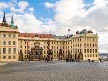 Hradcany fyrkant och Prague slott arkivfoto