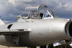 HRADEC KRALOVE, ΔΗΜΟΚΡΑΤΊΑ ΤΗΣ ΤΣΕΧΊΑΣ - 5 ΣΕΠΤΕΜΒΡΊΟΥ: Αεριωθούμενα μαχητικά αεροσκάφη mikoyan-Gurevich miG-15 που αναπτύσσεται  Στοκ εικόνες με δικαίωμα ελεύθερης χρήσης