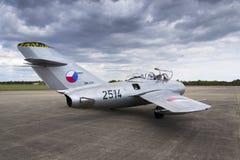 HRADEC KRALOVE, TJECKIEN - SEPTEMBER 5: Strålkämpeflygplan Mikoyan-Gurevich MiG-15 framkallade för det Sovjetunionen anseendet Arkivbilder