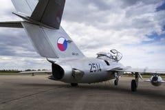 HRADEC KRALOVE, TJECKIEN - SEPTEMBER 5: Strålkämpeflygplan Mikoyan-Gurevich MiG-15 framkallade för det Sovjetunionen anseendet Arkivbild