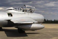 HRADEC KRALOVE, TJECKIEN - SEPTEMBER 5: Strålkämpeflygplan Mikoyan-Gurevich MiG-15 framkallade för det Sovjetunionen anseendet Fotografering för Bildbyråer