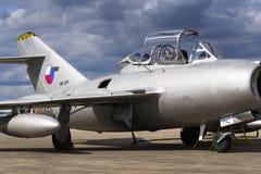 HRADEC KRALOVE, TJECKIEN - SEPTEMBER 5: Strålkämpeflygplan Mikoyan-Gurevich MiG-15 framkallade för det Sovjetunionen anseendet Arkivfoto