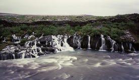 hraunfossar瀑布 免版税图库摄影