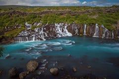Hraunfossar - een verbazende blauwe cascade stock foto
