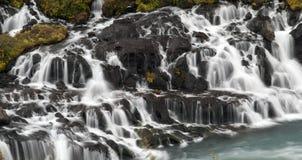 Hraunfossar i Island Arkivbilder