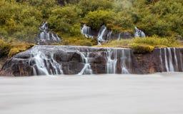 Hraunfossar-Wasserfall, Island stockbilder