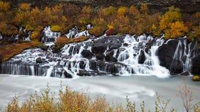 Hraunfossardalingen, IJsland Stock Foto's