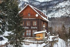 HREBIENOK,斯洛伐克- 2015年1月07日:木旅馆叫Bilikova chata 免版税库存照片