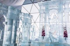 HREBIENOK, ESLOVÁQUIA - 6 DE JANEIRO DE 2016: Altar do gelo na casa de Tatras, hora Fotos de Stock Royalty Free