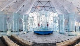 HREBIENOK, ESLOVAQUIA - 6 DE ENERO DE 2016: Altar del hielo en la casa de Tatras, hora Imagenes de archivo