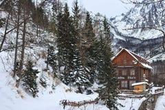 HREBIENOK SISTANI, STYCZEŃ, - 07, 2015: Drewnianego hotelu Bilikova nazwany chata Obrazy Stock
