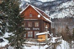 HREBIENOK SISTANI, STYCZEŃ, - 07, 2015: Drewnianego hotelu Bilikova nazwany chata Zdjęcia Royalty Free