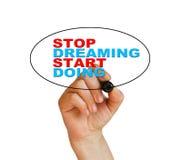 Hören Sie auf, das Anfangshandeln zu träumen Lizenzfreies Stockfoto