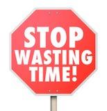 Hören Sie auf, Zeit-Management-ineffizienten Gebrauch von Stunden-Minuten DA zu vergeuden Lizenzfreies Stockfoto