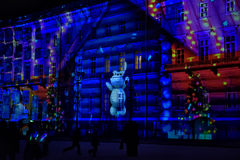 Hristmas färgrik ljus show på slottfyrkanten Royaltyfri Bild