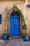 Härlig blå dörr på El-Jadida, Marocko Royaltyfria Foton