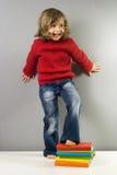 härlig bokflickaavläsning Royaltyfri Fotografi