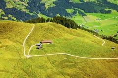 Härlig Brixen dal och Kitzbuhel fjällängar, Österrike Arkivfoto