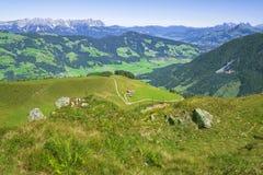 Härlig Brixen dal och Kitzbuhel fjällängar, Österrike Royaltyfria Bilder