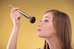 Härlig brun haired flicka Arkivfoto