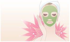 Härlig brunnsortkvinna som applicerar den ansikts- maskeringen Royaltyfri Fotografi
