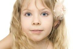 härlig flicka för barncloseframsida upp Arkivfoton