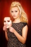 Härlig flicka med en maskering Royaltyfri Fotografi