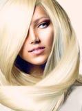 Flicka med långt blont hår Arkivbilder