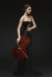 Härlig flicka med violoncellen Arkivbild