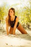 Härlig flicka på stranden, sommartid Fotografering för Bildbyråer