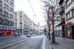 Härlig gatasikt av traditionella gamla byggnader i Prague, Cz Arkivfoton