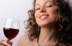 härlig glass rött vinkvinna Royaltyfri Foto