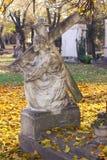 Härlig grav med en Jesus Statue Royaltyfria Bilder