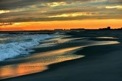 härlig havsolnedgång Arkivfoton