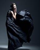 Härlig iklädd kvinnamodell en elegant klänning Royaltyfri Fotografi