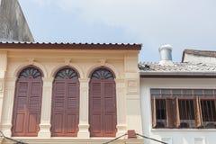 Härlig Kinesisk--portugis arkitektur av Phuket den gamla staden, Thail Arkivbilder