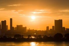Härlig kontur av Tokyo på solnedgången Arkivfoto