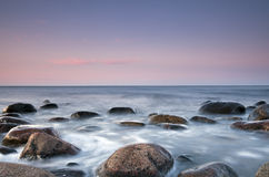 härlig kustplats Arkivbilder