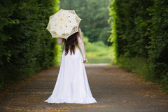 Härlig kvinna i gotisk klänning Arkivfoto