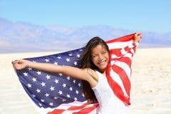 Härlig kvinna med amerikanska flaggan Arkivbild