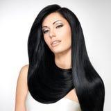 Härlig kvinna med långa raka hår Royaltyfri Bild